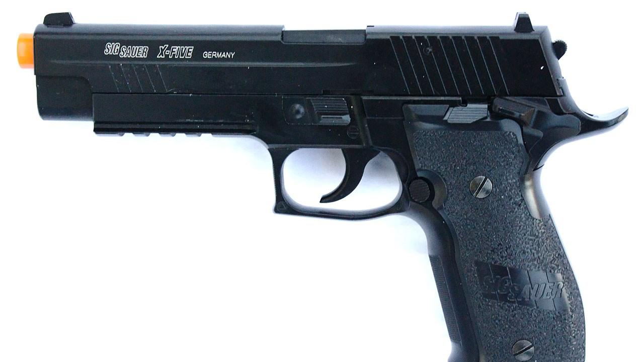 Toy Gun_1553520496334.jpg