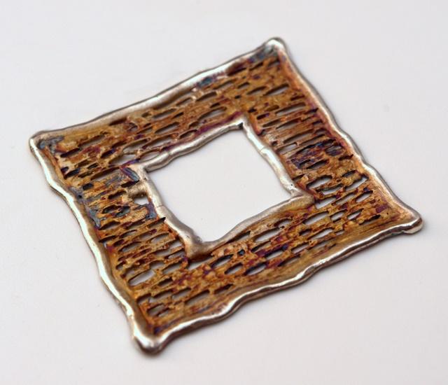 Srebrna broszka Trawiona