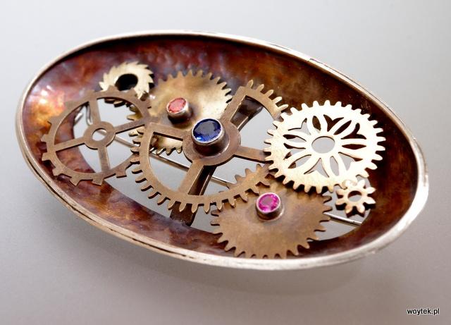 Srebrna owalna broszka steampunk
