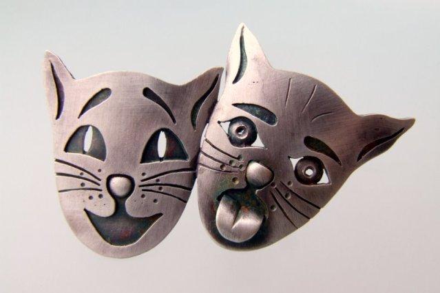 Srebrna broszka Maski Koty