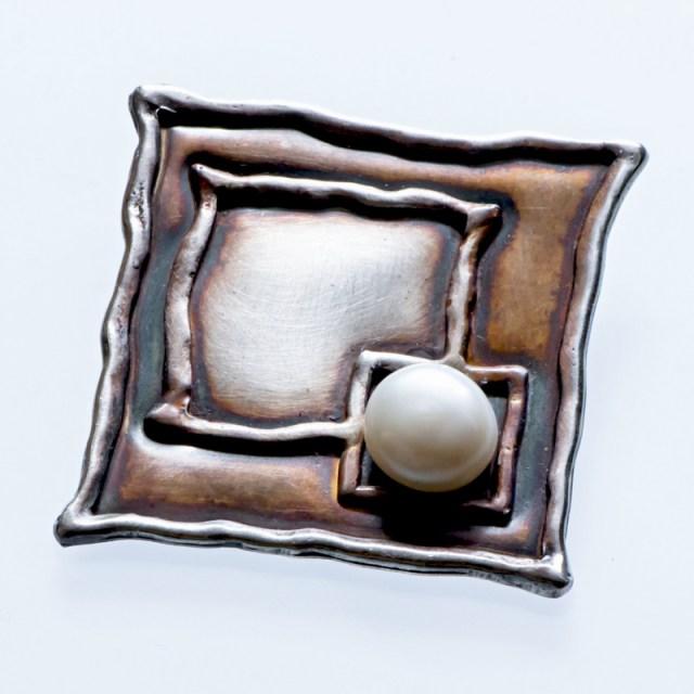Srebrny broszko-wisior 2 Kwadraty z perłą