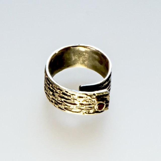 Srebrny pierścionek Trawiony szeroki z cyrkonią
