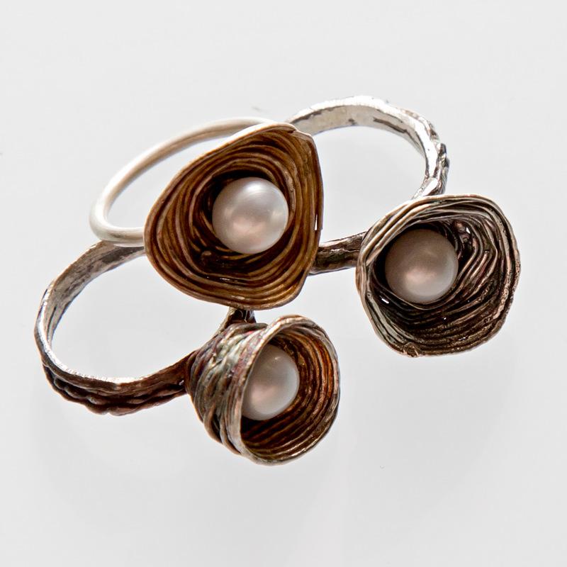 Srebrny pierścionek Gniazdko z perłą