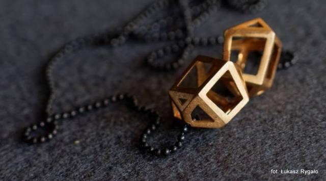 Srebrny naszyjnik Kryształy z pozłoceniem