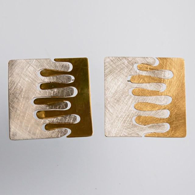 Srebrny broszko-wisior Paluszki z pozłacanymi elementami kwadratowy