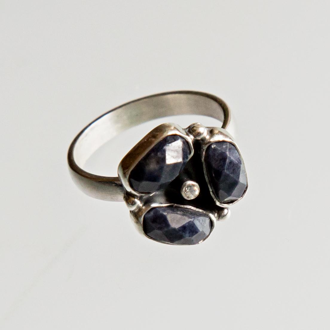 Srebrny pierścionek potrójny z kamieniami naturalnymi i cyrkonią