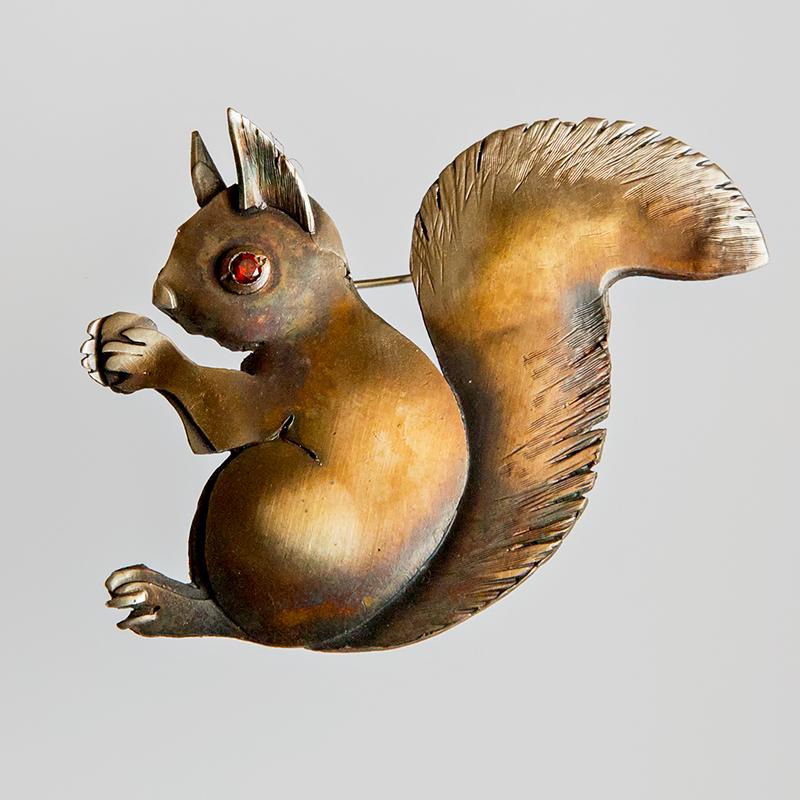 Srebrna broszka Wiewiórka z cyrkonią