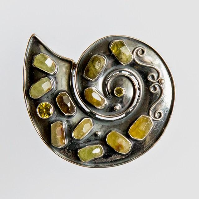 Srebrny broszko-wisior Spirala z kamieniami naturalnymi + cyrkonie