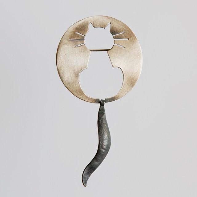 Srebrna broszka ażurowa Kot