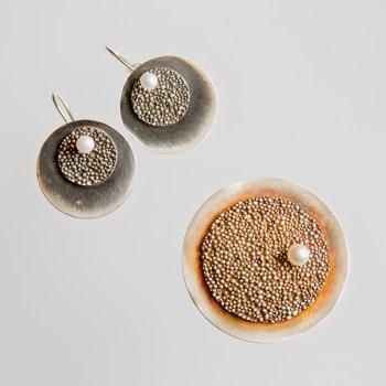 Srebrny broszko-wisior Granulacja okrągły z perłą