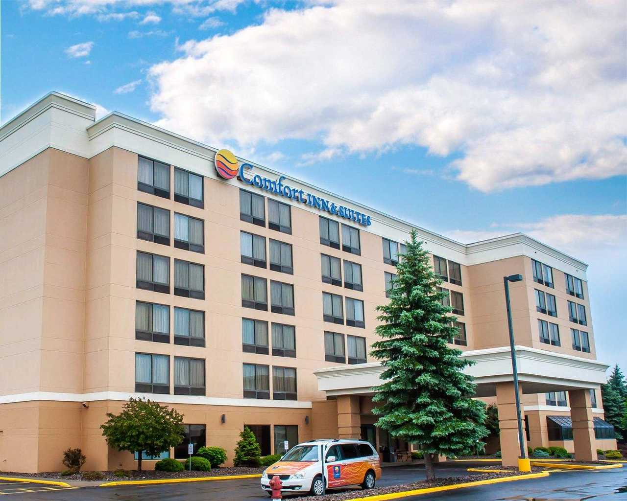1 NIGHT STAY FOR 2 <br/> Donated by: COMFORT INN & SUITES <br/> Valued at: $100