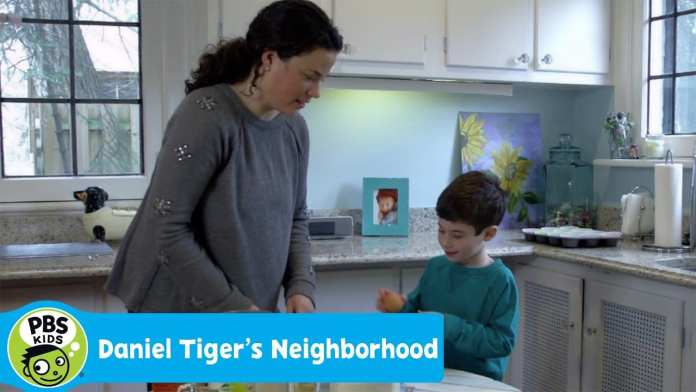 DANIEL TIGER'S NEIGHBORHOOD | Making Banana Muffins with Mom | PBS KIDS
