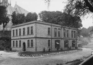 SWEHS 18.1.040.jpg - Date 1924 - Upton Valley sunstation and offices. Devon, Torquay .