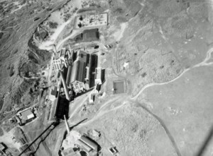 SWEHS 7.1.003.jpg - Date 1934 - Hayle Power Station aerial photograph. North river bank. 10kV and 3kV alternating current 8.8MW (1922), 94MW (1964). Commenced supply 1911 - Cornwall Electric Power Company. Decommissioned 1976 and site cleared. Cornwall, Hayle .