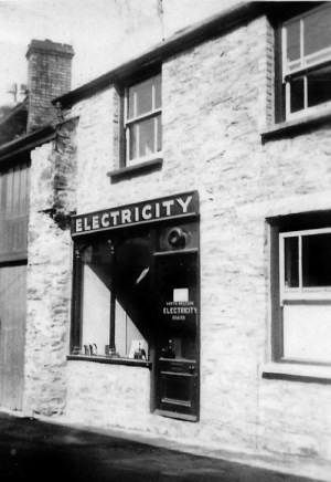 SWEHS 9.0.033.jpg - Date 1948 - Electricity service centre. Somerset, Dulverton .