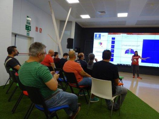 Meetup de Laura Fernández sobre .htaccess