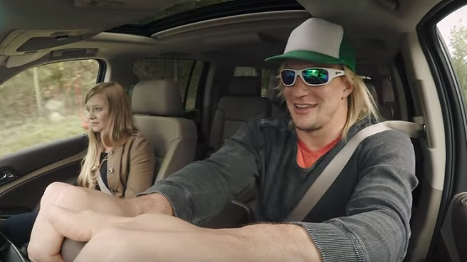 Gronk goes undercover_375078