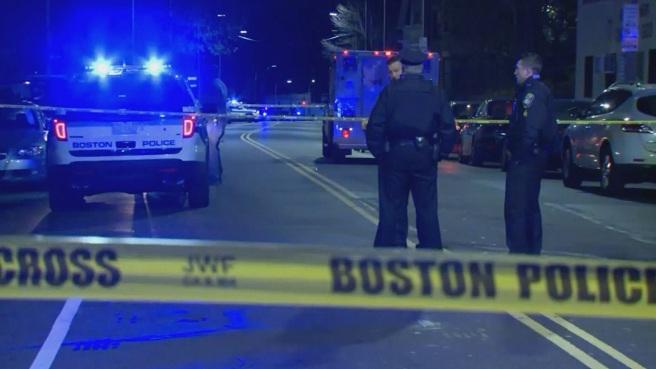 Boston police officers struck_387088