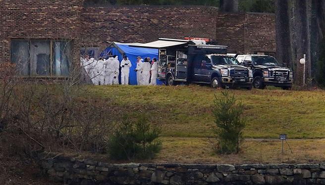 FBI investigates at John Chakalos - Carman family_390834