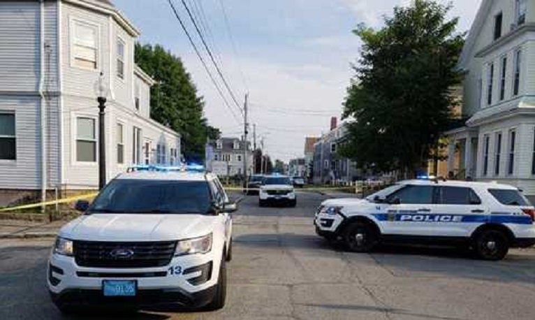 Fine Person Shot In New Bedford Home Interior And Landscaping Ponolsignezvosmurscom