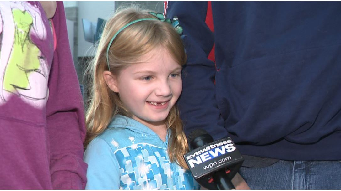 Parents surprise daughter with trip to Disney for Thanksgiving