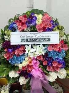 พวงหรีดดอกไม้สด จัดโทนสดใส สั่งโดย G.P.GROUP จัดส่งที่ วัดธาตุทอง หรีด ณ วัด ขอร่วมแสดงความเสียใจแก่ครอบครัวผู้เสียชีวิตด้วยนะคะ
