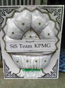 พวงหรีดผ้าแพร สีขาว ของ SiS Team KPMG จัดส่งที่วัดลาดพร้าว หรีด ณ วัด ขอแสดงความเสียใจอย่างสุดซึ้ง แก่ครอบครัวผู้เสียชีวิตด้วยนะคะ