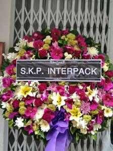 พวงหรีดดอกไม้สด โทนสีม่วง สั่งโดย S.K.P. INTERPACK จัดส่งที่ วัดศรีเอี่ยม หรีด ณ วัด ขอแสดงความเสียใจแก่ครอบครัวผู้เสียชีวิตมา ณ ที่นี้ด้วยค่ะ