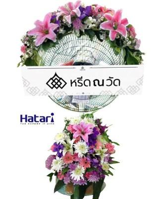 พวงหรีดพัดลมเก๋ ๆ แต่งด้วยดอกไม้ประดิษฐ์ดีไซน์สวยจำนวนมาก