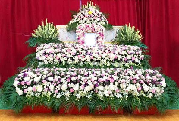แพ็กเกจดอกไม้งานศพ พร้อมหีบศพ และดอกไม้แบบสวน 2 ชั้น ให้บริการโดยช่างมืออาชีพ