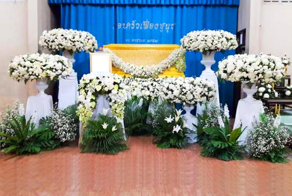 แพ็กเกจดอกไม้งานศพ พร้อมหีบศพแบบหลุยส์ และดอกไม้แบบสวนโมเดิร์น ส่งต่อความทรงจำที่ดี