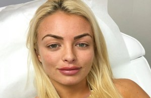 Mandy Rose seduces WWE Superstar after inviting him to her bedroom wearing bikini