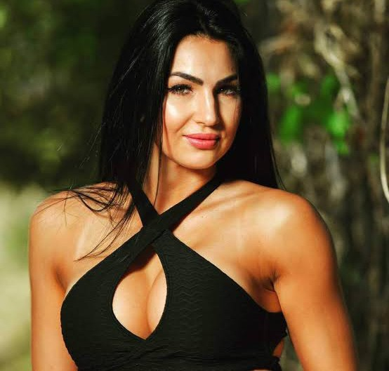 Wwe S Billie Kay Announces She S Now Dating Sleeping With Wwe God See Relationship Photos