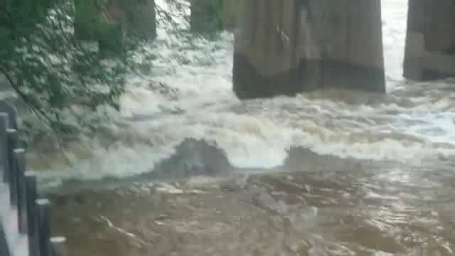 RAW__James_River_roaring_Monday_morning_0_20180521123106