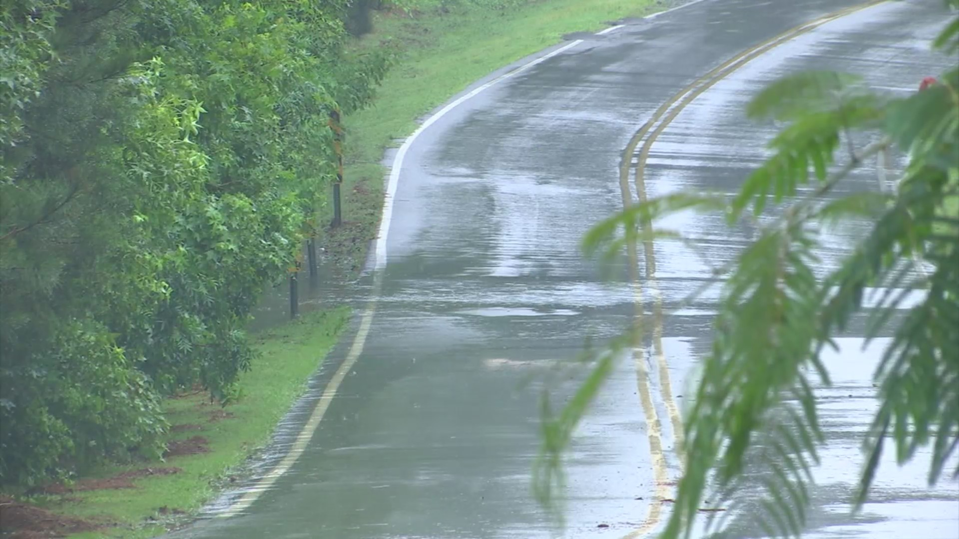 Heavy_rainfall__storms_forcing_roads_to__0_20190607210517