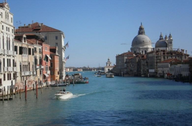 Wenecja – wodne przeprawy nie tylko gondolą