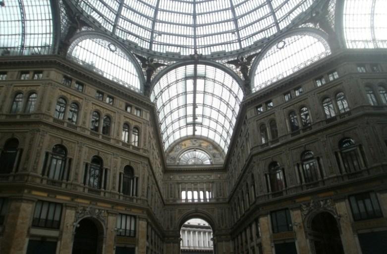 Zwiedzanie Neapolu. Główne atrakcje turystyczne