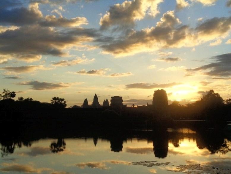 Wschód słońca nad Angkor Wat
