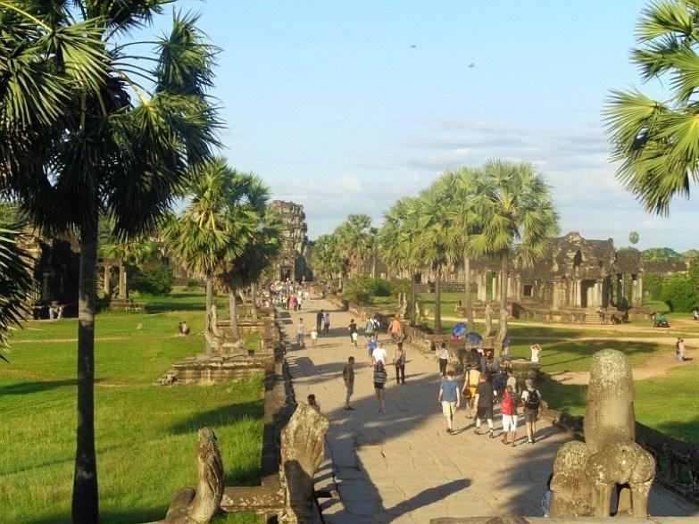 turyści w angkor