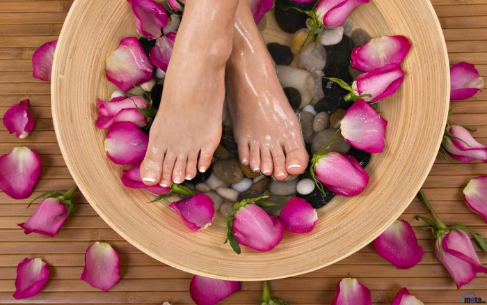 feet, lady's feet, pedicure, foot spa