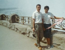 mom and dad in niagara falls