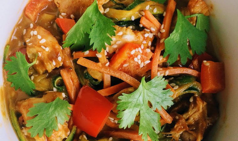 low fodmap thai peanut chicken zoodles