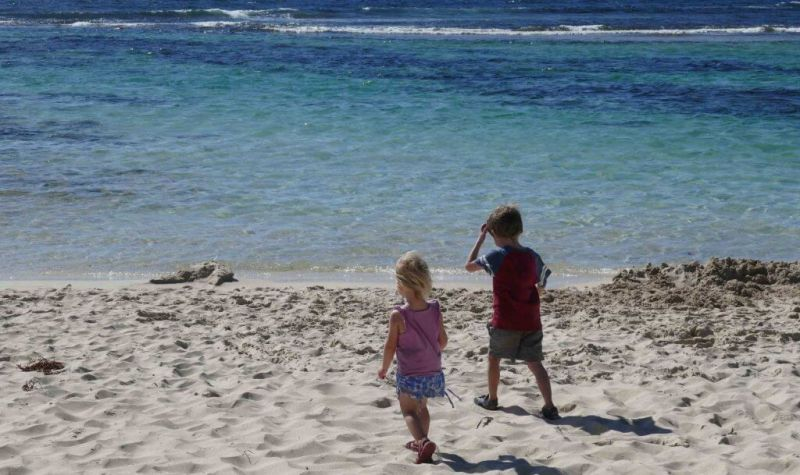 how to clear the clutter and clear your mind kids at the beach Yallingup Western Australia