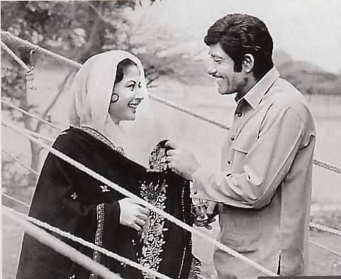 Meena Kumari and Raj kumar on the outdoor shootings of Pakeezah in ...