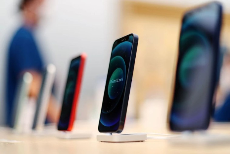Apple Becomes World's Biggest Smartphone Seller With Record Shipments: IDC