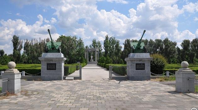 cmentarz oficerów radzieckich na al. Karkonoskiej Wrocław