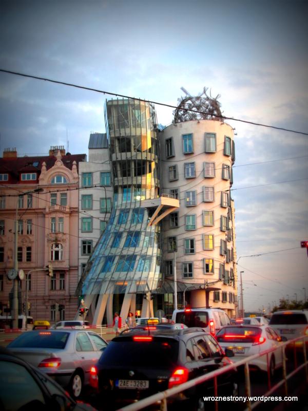 Tańczący dom (czes.: Tančící dům)