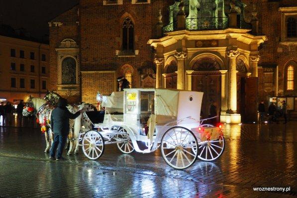 krakowska dorożka nocą