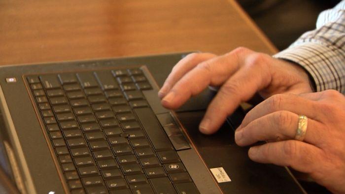 laptop computer typing_341117