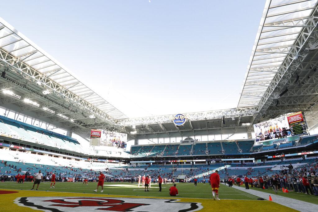 Super Bowl Live Blog Players Warming Up Ahead Of Kickoff